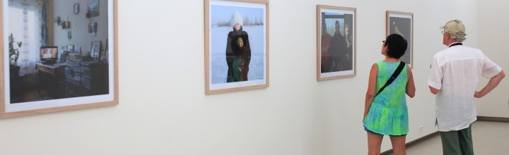 "Andrejs Strokins ""People in the dunes"" exhibition opening moments"