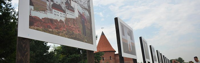 Outdoor exhibitions by Tomáš Pospěch and Davide Monteleone